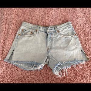 501 Levi light wash shorts
